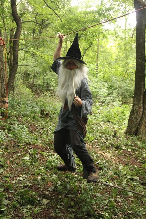 Gandalf zdolává rozvodněnou řeku Zapomnění.